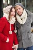 Couples dans le vêtement de l'hiver Photo stock