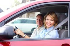 Couples dans le véhicule Photographie stock libre de droits