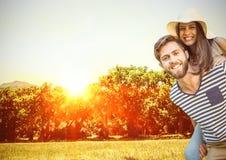 Couples dans le vignoble Photos stock