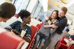 Couples dans le wagon-restaurant Image libre de droits