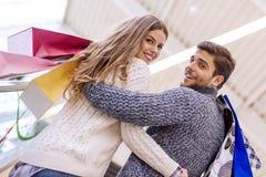 Couples dans les achats Photographie stock
