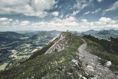 Couples dans les Alpes Photos stock