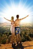 Couples dans les montagnes Photos libres de droits