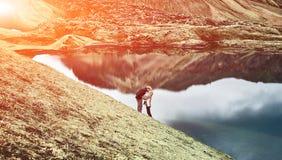Couples dans les montagnes Image stock