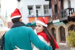 Couples dans Noël Images libres de droits