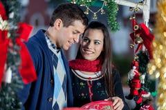 Couples dans Noël Image stock