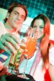 Couples dans un bar Images libres de droits