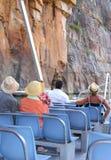 Couples dans un bateau en Katherine Gorge, Australie Photographie stock