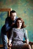 Couples dans un intérieur de luxe Image stock
