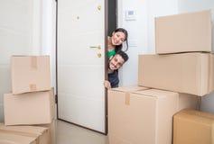 Couples dans une nouvelle maison Photographie stock