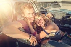 Couples dans une voiture Image stock