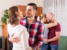 Couples dansant ensemble images libres de droits