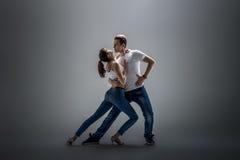 Couples dansant le danse social Photo stock