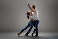 Couples dansant le danse social Photographie stock