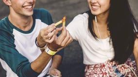 Couples datant l'amour joyeux d'unité concept occasionnel Photo stock