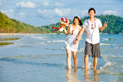 Couples dating at beach Royalty Free Stock Photos