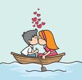 Couples de bande dessinée embrassant dans le bateau, Saint Valentin Photos stock