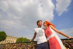 Couples de beauté à Paris Image stock