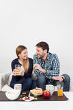 Couples de Beutifull prenant un petit déjeuner Image stock