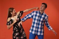 Couples de combat drôles photo stock