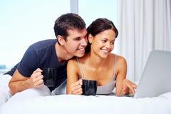 Couples de détente photos libres de droits