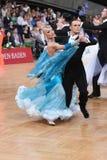 Couples de danse de salle de bal, dansant à la concurrence Photo libre de droits