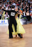 Couples de danse de salle de bal, dansant à la concurrence Photos libres de droits