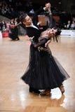 Couples de danse de salle de bal, dansant à la concurrence Photos stock