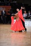 Couples de danse de salle de bal, dansant à la concurrence Images libres de droits