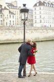 Couples de datation à Paris image libre de droits