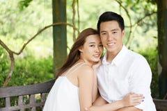 Couples de datation dehors dans des relations heureuses Image libre de droits