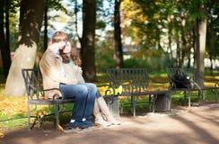 Couples de datation en parc photographie stock