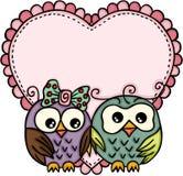 Couples de hibou dans l'amour avec le grand coeur illustration libre de droits