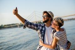 Couples de hippie prenant le selfie Photo stock