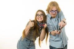 Couples de jeu jouant des jeux Photographie stock