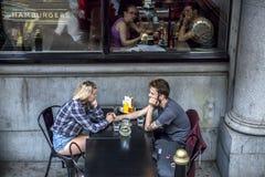 Couples de jeunes couples de Londres vieux Images libres de droits
