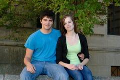 Couples de l'adolescence heureux Photos stock