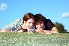 Couples de l'adolescence heureux Photo libre de droits
