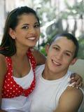 Couples de l'adolescence heureux image libre de droits