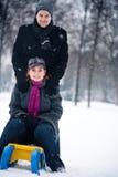 Couples de l'hiver sur un traîneau Photo libre de droits