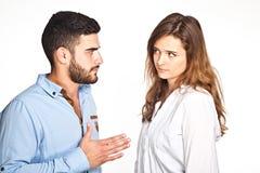 Couples de métis faisant isoler des problèmes de ralationship dessus Images libres de droits