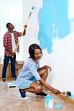 Couples de maison de peinture image stock
