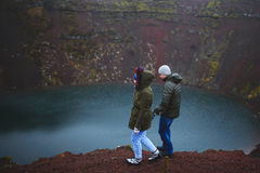 Couples de marche en Islande Photographie stock