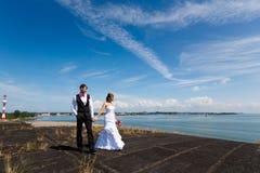 Couples de mariage de bonheur Photographie stock libre de droits