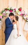Couples de mariage de jeunes mariés Image libre de droits