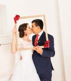 Couples de mariage de jeunes mariés Images libres de droits