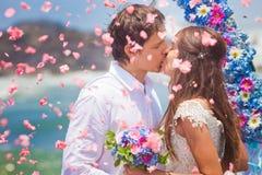 Couples de mariage juste mariés images libres de droits