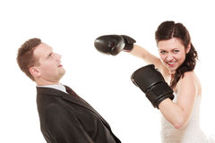 Couples de mariage Marié de boxe de jeune mariée Conflit Image libre de droits
