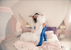 Couples de mariage sur un bâti d'hôtel Photo libre de droits