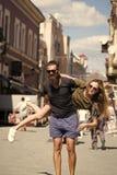 Couples de mode dans l'amour des vacances d'été Image libre de droits